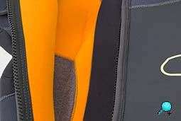 SUBGEAR Definition IR 5 - innen - Thermotian (grau), Infrarot-Fleece (orange) © UWW